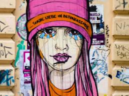 #0120 Suche Liebe in Betonfassade